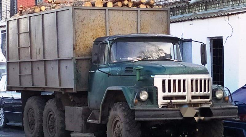 Поліцейські встановили чоловіків, підозрюваних у незаконній порубці дерев