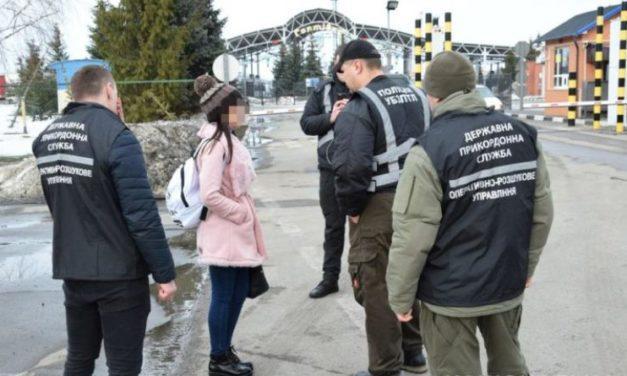 Поліцейські затримали 24-річну дівчину, яка «продавала» дніпрянок у сексуальне рабство до Росії