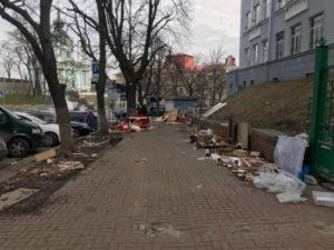 Киоски с Андреевского спуска в Киеве убраны