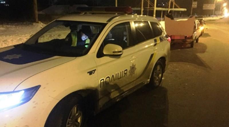 Поліцейські затримали автовикрадачів, які штовхали викрадений автомобіль на розбирання (ФОТО)
