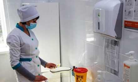 Медики Днепропетровщины начали получать премии за борьбу с COVID-19