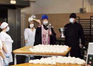 Пасха в условиях карантина: «Павлоградхлеб» организовал бесплатную доставку освященных куличей