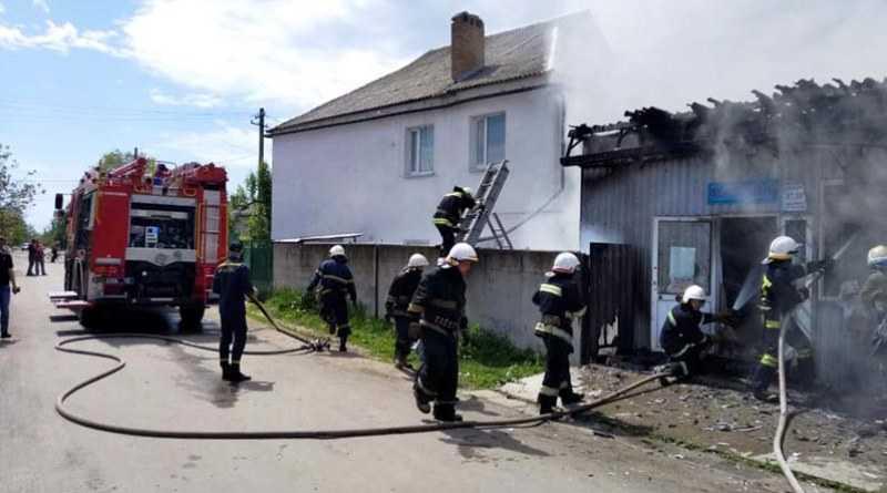 В Павлограді вогнеборці ліквідували пожежу у торгівельному павільйоні