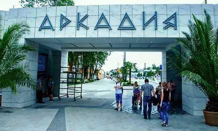 В Одессе работают магазинчики и кафе, люди без масок