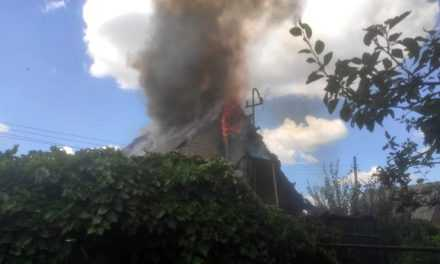 В Павлоградському районі вогнеборці ліквідували пожежу у дачному будинку