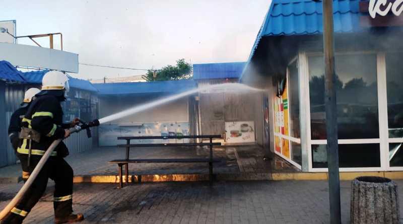 На территории автостанции ликвидирован пожар в торговом павильоне