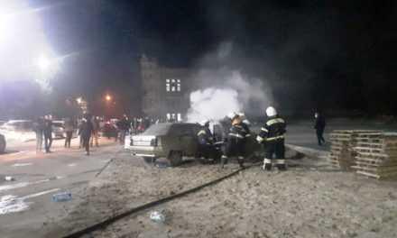 Павлоградские спасатели потушили горящий автомобиль (ВИДЕО)