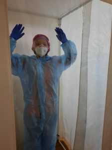 В больнице интенсивного лечения Павлограда медики проходят дезинфекцию за 8 секунд