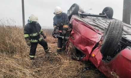 В Павлоградском районе спасатели извлекли тело погибшего из покореженного автомобиля