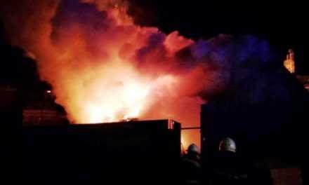 Ночью в Павлограде 11 спасателей 2 часа тушили пожар в жилом доме
