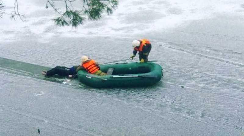 На водоёме, около базы отдыха в Павлоградском районе, обнаружили труп мужчины