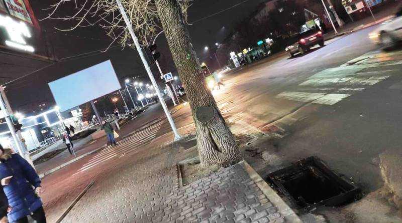 В самом центре Павлограда вандал пытался украсть решётку ливневой канализации