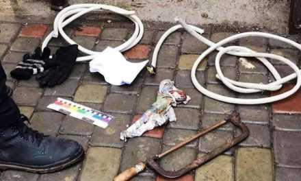 В Павлограде двое безработных оставили многоэтажку без интернета, вырезав кабель в подъезде