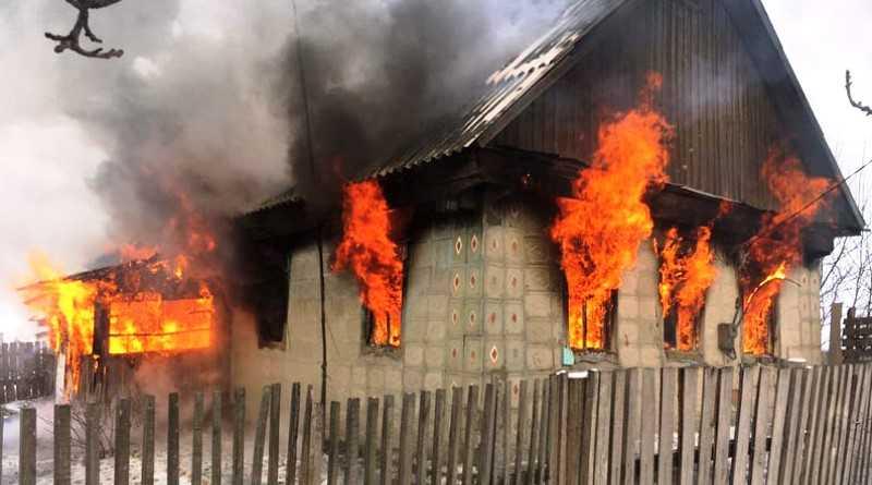 В Павлограде на пожаре погиб годовалый мальчик, второго ребенка спасли соседи