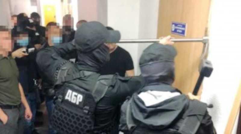 Опубликованы аудиозаписи разговоров полицейских из Павлограда, организовавших преступную группу