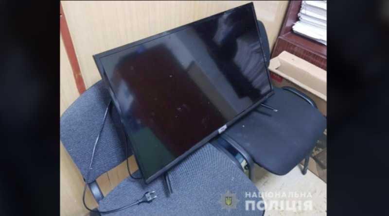 Дерзкое ограбление в Павлограде: вор выбил дверь в квартиру и на глазах у ребенка вынес телевизор