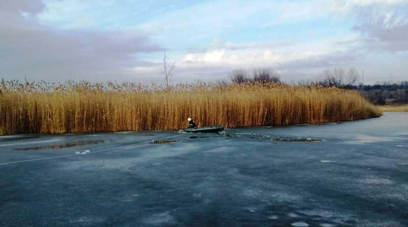 Спасатели ищут рыбака, который провалился под лёд на реке Самара