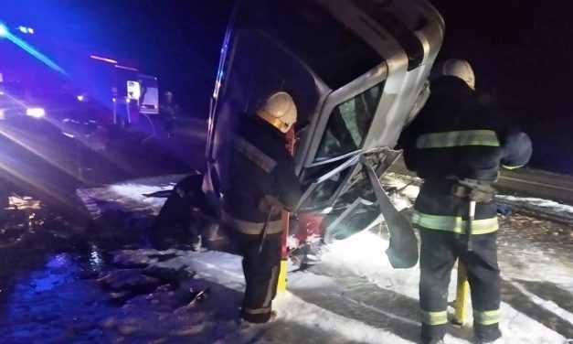 Недалеко от Павлограда в результате ДТП погибли два человека, еще один в реанимации (ВИДЕО)