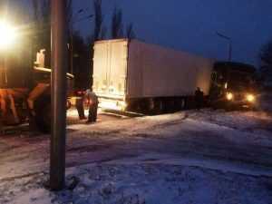 Опасная дорога: в Павлограде водитель грузового авто не справился с управлением