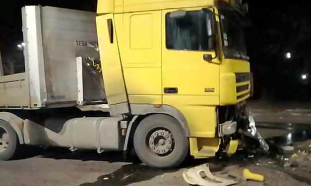 В Павлограде спасатели освободили пострадавшего из поврежденного в результате ДТП автомобиля