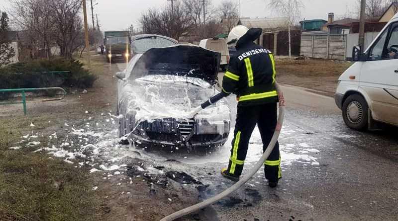 Павлоградские спасатели ликвидировали возгорание легкового