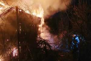 В Павлограде спасатели ликвидировали пожар в заброшенном дачном доме