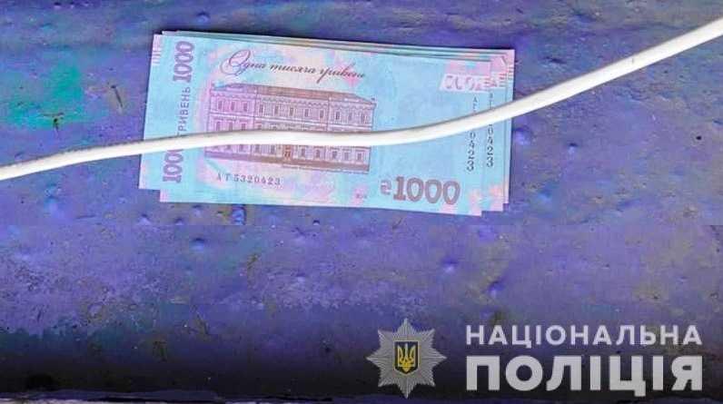 В Першотравенске полицейские задержали женщину, которая рассчитывалась сувенирными купюрами
