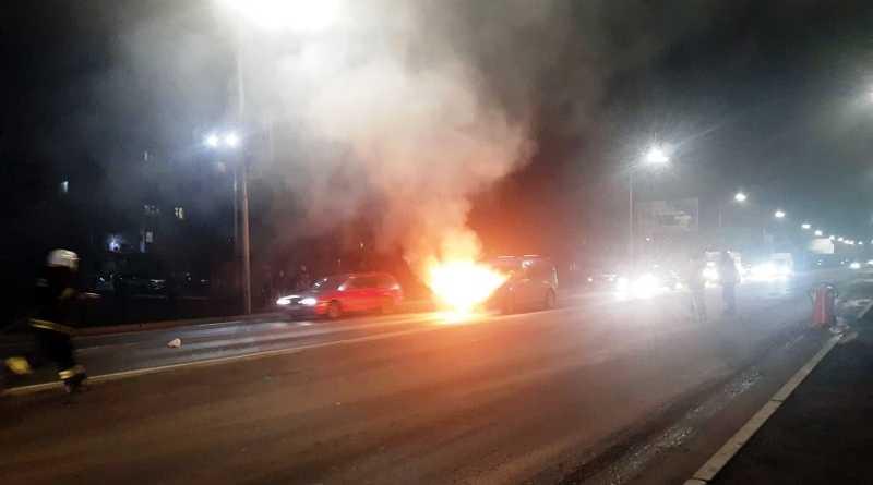 В Павлограде пожарные ликвидировали возгорание в легковом авто