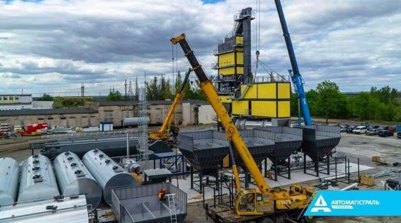 Для ремонта трассы на Днепр в Павлограде монтируют самый мощный в Украине асфальтобетонный завод