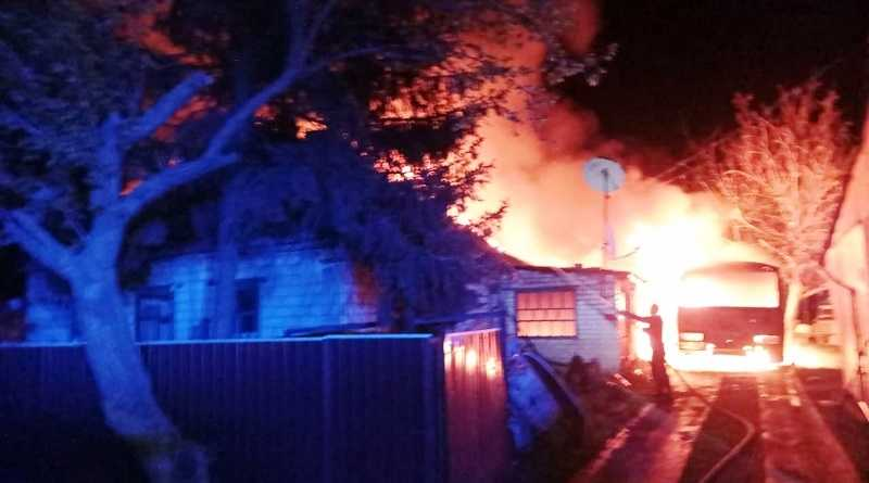 Спасатели ликвидировали пожар на территории частного домовладения в селе Новая Дача