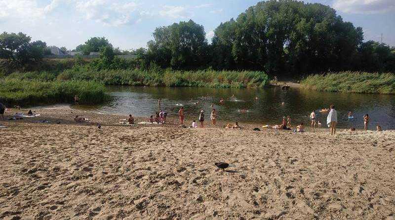 В районе городского пляжа в реке Волчья обнаружили холерный вибрион: купаться не рекомендуют