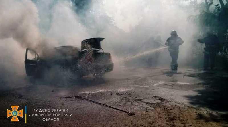 В Павлограде пожарные ликвидировали возгорание легковушки (ВИДЕО)